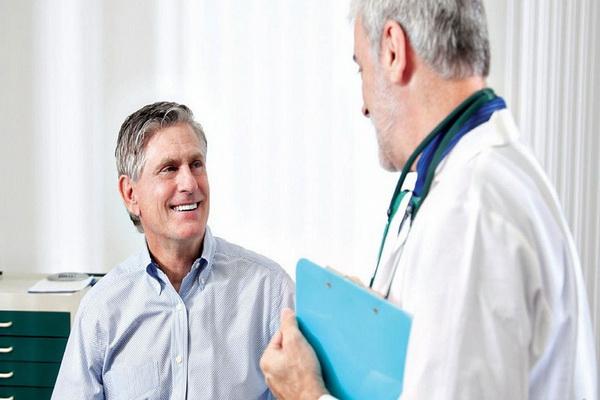 Консультация врача у мужчины