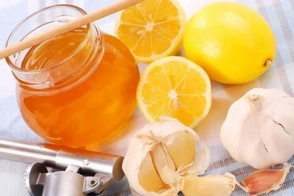 Лимон и чеснок используют для очистки сосудов