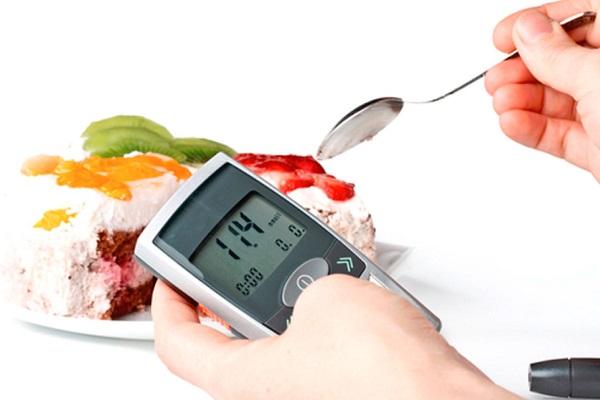 Измерение уровня сахара в крови глюкометром
