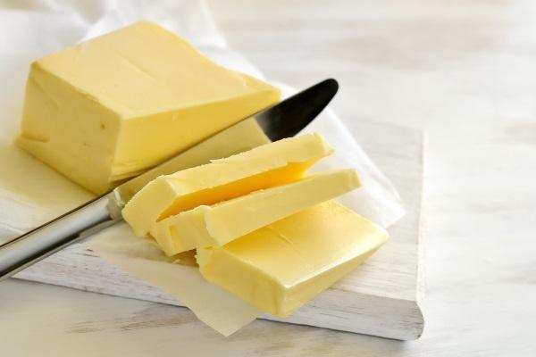 В день можно употреблять около 10-30 г сливочного масла
