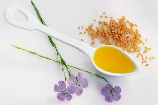 Льняное масло снижает повышенный уровень холестерина в крови