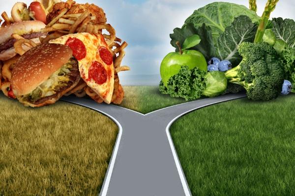 Выбор между фаст-фудом и здоровой пищей