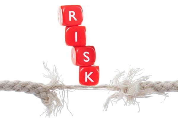 Выделяют управляемые и неуправляемые факторы риска