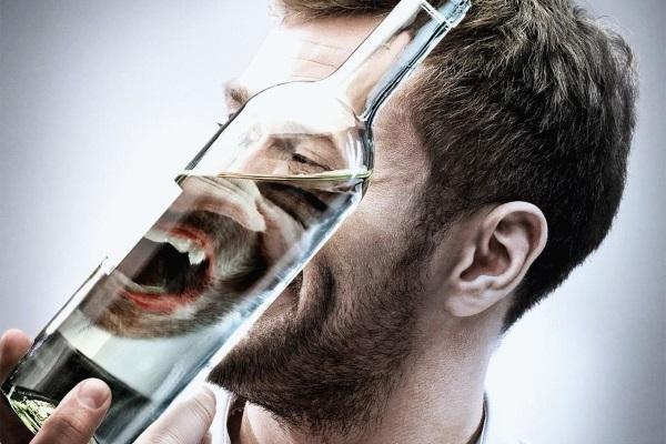 Мужчина страдает алкогольной зависимостью