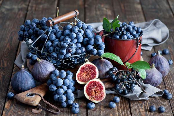 Виноград и черника