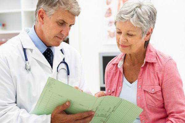 Доктор с пациенткой